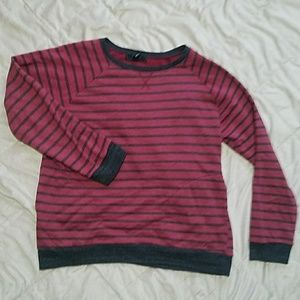 Men's striped sweater with pockets!